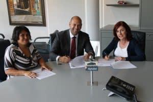 Ondertekening overeenkomst taaltrainingen Alphabet en SR training